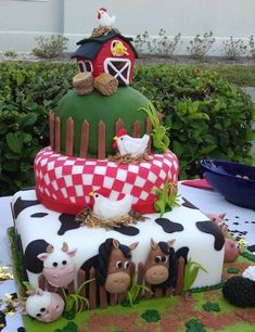 This is HUGE id want one smaller lol! Farm Animal Cakes, Farm Animal Party, Farm Animal Birthday, Farm Birthday, 1st Birthday Parties, Farm Themed Party, Barnyard Party, Farm Party, Farm Cake