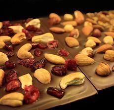 Handmade, organic chocolate bars with dried organic cranberries and organic cashew nuts by Arctic Choc, Finland - www.arcticchoc.com