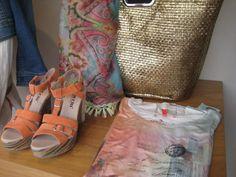 Gave sleehak schoen MOCCIO, shirt NTS Gouden shopper TRANSMISSION