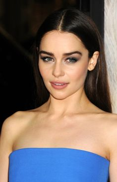 Emilia Clarke - sleek middle part and smokey eye