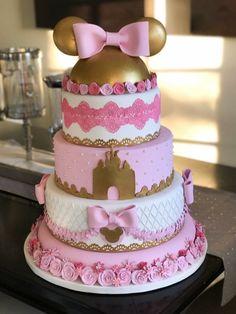 Minnie Mouse Cake Design, Minnie Mouse Birthday Decorations, Minnie Mouse Birthday Outfit, Minnie Mouse Theme, Minnie Mouse Baby Shower, Mickey Mouse Cake, 1st Birthday Cake For Girls, Boy Birthday Parties, Birthday Ideas