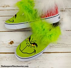 DIY Grinch Shoes - The Keeper of the Cheerios Source by ideas for christmas Reindeer Ugly Sweater, Diy Ugly Christmas Sweater, Christmas Shoes, Christmas Diy, Painted Canvas Shoes, Custom Painted Shoes, Painted Sneakers, Grinch Shoes, Fabric Markers