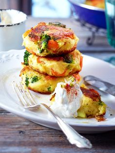 Potato burgers with sprout quark - Rezepte - Homemade Burgers Healthy Recepies, Healthy Foods, Homemade Burgers, Good Food, Yummy Food, Vegan Smoothies, Eat Smart, Veg Recipes, Easy Cooking