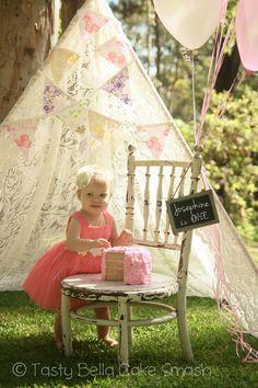 Tasty Bella Cake Smash // Sunshine Coast // first birthday // girl // lace teepee // bunting // balloons // pink