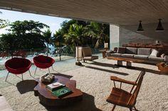 Amazeballs mid century interior! Marcio Kogan's mid century glamourous and much-awarded residential masterpiece: Paraty House - Brazil!