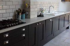 An Innova Malton Painted Graphite Shaker Kitchen Cheap Kitchen Units, Real Kitchen, Diy Kitchen Island, Kitchen Ideas, Kitchen Designs, Kitchen Tips, Kitchen Flooring, Kitchen Backsplash, Grey Shaker Kitchen