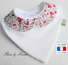 bibs for baby Baby bib bandana Peter Pan collar liberty Red Baby Sewing Projects, Sewing For Kids, Baby Clothes Patterns, Baby Couture, Baby Kind, Baby Crafts, Baby Accessories, Baby Quilts, Baby Shoes