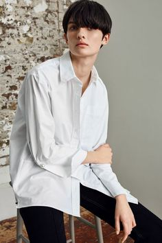 The smart shirt gets a cool twist in this unique design by Boutique. In a clean white, the statement sleeves come with slits and cufflinks while the hemline is uneven for a reconstructed look. Take it to the next level by teaming with tough-look leather trousers. Made in London.