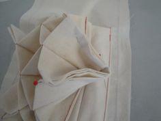 蛇腹式カードケースのポケットの作り方 - シニアのまったり生活♪ Wallet Tutorial, Quilt Patterns, Coin Purse, Sewing, Tableware, Fabric, Food, Marie Claire, Porch