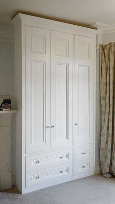 Obviously we won't have enough space for three doors but like the two drawers at the bottom - Furniture Design Three Door Wardrobe, Bedroom Built In Wardrobe, Bedroom Built Ins, Bedroom Closet Design, Wardrobe Doors, Closet Designs, Master Bedroom Design, Bedroom Storage, Kids Bedroom