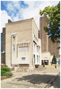 Hunterian Art Gallery - Internationally renowned collections of Whistler and Charles Rennie Mackintosh, with interiors from Mackintosh's Glasgow home reconstructed as an integral part of the gallery.