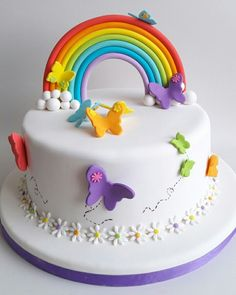 Torta de arcoiris y mariposas Butterfly Birthday Cakes, Baby Birthday Cakes, Rainbow Birthday Party, Easy Cake Decorating, Birthday Cake Decorating, Cake Pictures, Girl Cakes, Fondant Cakes, Creative Cakes