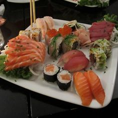This looks like a perfect dinner....Sushi and Sashimi @ Rock 'n Sushi