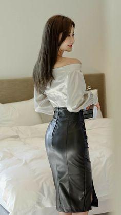 Long Leather Skirt, Black Leather Pencil Skirt, Leather Dresses, Korean Girl Fashion, Good Looking Women, Cute Skirts, Beautiful Asian Women, Beauty Women, Fashion Outfits