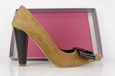 #zapatos #customizados #ante #piel #lazos #detalles #custommade #shoes #madetoorder #fashion #online #moda #madrid #shopping #heesl #madeinspain #eshop COMPRAR//BUY: http://www.jorgelarranaga.com/es/home/488-1005.html