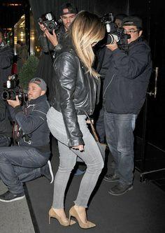 Kim Kardashian - Kim and Kanye Out to Dinner with North