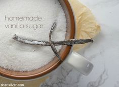 Homemade vanilla sugar is the perfect way to use those spent vanilla beans! Kitchen Hacks, Kitchen Ideas, Vanilla Sugar, Edible Gifts, Homemade Vanilla, Cool Kitchens, Cleaning Hacks, Favors, Spices