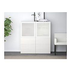 IKEA - BESTÅ, Vitrine, weiß/Selsviken Hochglanz/Klarglas weiß, Schubladenschiene, Drucksystem, , Vitrinentüren sorgen für staubfreie Aufbewahrung von allem, was man gerne zeigt.Versetzbare Böden für bedarfsangepasste Aufbewahrung.