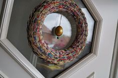 Calabash Bazaar: Wianek Newspaper Crafts, Easter Wreaths, Basket Weaving, Upcycle, Crochet Earrings, Recycling, Wall Decor, Zentangle, Diy
