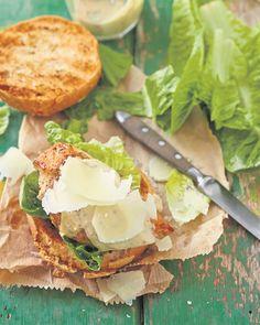 Oor die kole met Jan Braai: 'n Caesar-hoenderburger Braai Recipes, Cooking Recipes, Venison, Beef, Outdoor Cooking, Salmon Burgers, Lamb, Side Dishes, Steak