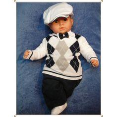 Urocze #ubranko do #chrztu dla chłopca. Komplecik, wykonany z tkanin najwyższej jakości, składa się z spodenek, białej koszulki, kaszkietu , sweterka z dzianiny oraz muszki.
