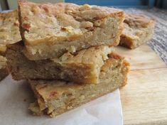 One Bowl Baking: Maple Walnut Blondies (Serious Eats) Köstliche Desserts, Delicious Desserts, Dessert Recipes, Yummy Food, Healthy Afternoon Snacks, Maple Walnut, Cookie Brownie Bars, Serious Eats, Dessert Bars