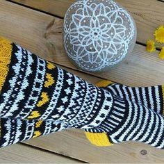 Cool Socks, Knitting Socks, Fun, Crafts, How To Knit, Tejidos, Handarbeit, Breien, Knit Socks