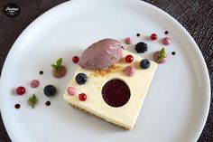 Bavaroise de Mascarpone y Frutos Rojos, dont' love the plating but like the cut out piece of cheesecake