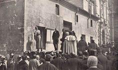 Alfonso XIII derribando simbolicamente con una piqueta de plata la casa del cura de la iglesia de San José,  inaugurando así las obras para la construcción de la Gran Vía