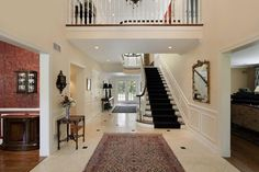 Kronleuchter Treppe ~ Expansive kreisförmige empfangshalle mit doppel wickler treppenhaus