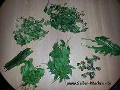 Selber-Macherin: Wildkräutersalat mit gebratenen falschen Kapern und Croutons, vegan