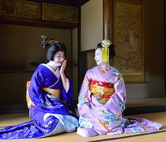 伏見稲荷大社のお茶屋でくつろぐ=京都市伏見区、戸村登撮影