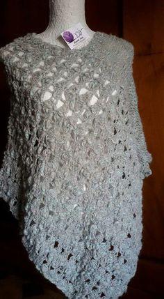 Poncho in lana in due teli .....il davanti all'uncinetto e il dietro ai ferri