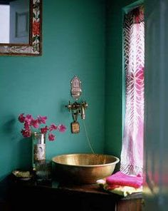 Beautiful bathroom, love this moody and exotic color combination.