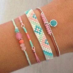 Friendship Bracelet Pattern Beaded. http://www.mint15.nl/2955-thickbox_default/beads-armbandje-pastel-dreams.jpg