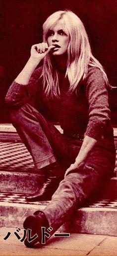 BRIGITTE BARDOT sitting on steps in jeans Rare vintage Japanese movie magazine clipping. Movie Magazine, French Actress, Plait, Brigitte Bardot, Vintage Japanese, Kitten, Beautiful Women, Leather Jacket, Singer