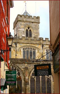 Built in 1220 to serve the masons working on nearby Salisbury Cathedral. Modern professionals have set up business in the narrow lane leading from the market square and the church.
