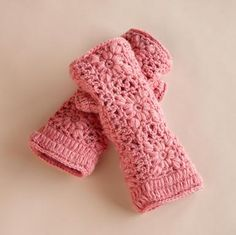 fleece-lined crocheted wool handwarmers // Sundance Crochet Mitts, Crochet 101, Crochet Fall, Crochet Gloves, Crochet Crafts, Crochet Projects, Crochet Patterns, Crochet Scarves, Wrist Warmers