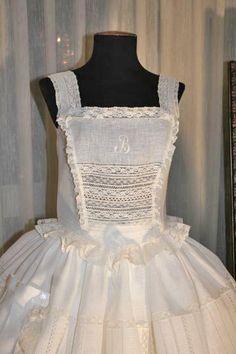 Chambra Old School Fashion, Hoop Skirt, Aprons Vintage, Heirloom Sewing, Cutwork, My Princess, Historical Clothing, Sewing Clothes, Fashion History