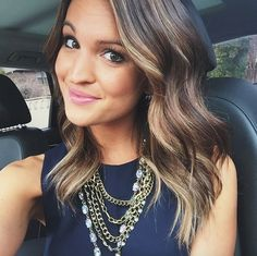Brunette with blonde highlights – Studentrate Trends - Beauty Esthetic Hair Hair Day, New Hair, Brunette With Blonde Highlights, Hair Highlights, Color Highlights, Brunette Fall Hair Color, Brunette With Blonde Balayage, Brunette Shoulder Length Hair, Blonde Hair