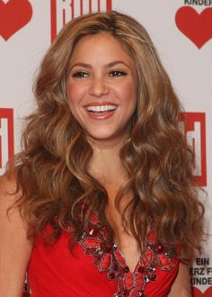 Pin for Later: Shakira's Hair Evolution From Redheaded Rebel to Caramel-Blond Mom December 2007 Shakira's caramel brown mane was particularly glorious at the 2007 Ein Herz Fuer Kinder gala.