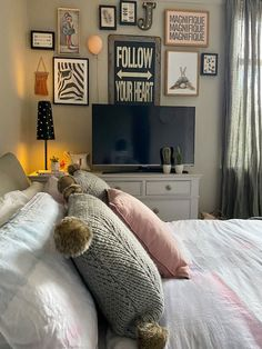 bedroom decor Teenage Girl Bedrooms, Girls Bedroom, Bedroom Decor, Double Beds, Photo Wall, Gallery Wall, Detail, Interior, Color