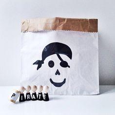 mon petit zoreol toy bags bon tot christmas essentials pinterest. Black Bedroom Furniture Sets. Home Design Ideas
