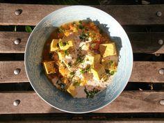 Tofu mariné au curry et à la citronelle + dahl de lentilles corail à la tomate Fleur Orange, Jasmin, Dahl, Saveur, Hibiscus, Curry, Vegan, Rose, Breakfast