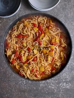 One Pot Chorizo and Pepper Spaghetti - The Happy Foodie Salt And Chilli Chicken, Cheap Dinners, Cheap Meals To Make, Easy Meals, Home Recipes, Dinner Recipes, Cooking Recipes, Yummy Recipes, Dinner Ideas
