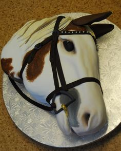 Horse Head cake by Michelle Bigold, High Tea Bakery. She handpainted the details, rather than airbrushing. Almost creepy and Godfatherish. Adult Birthday Cakes, My Birthday Cake, 11th Birthday, Fancy Cakes, Cute Cakes, Western Cakes, Cowgirl Cakes, Horse Cupcake, Airbrush Cake