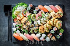 """Polubienia: 49, komentarze: 2 – Shaiith Photography (@shaiith_photography) na Instagramie: """"Sushi set. #foodphotographer #foodphotography #food #shaiith #foodporn #sushi #sushiset #asianfood…"""""""