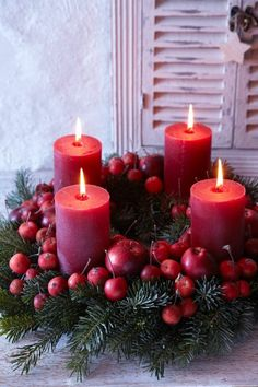 Red Candles one to be lit on the each of the 4 Sundays before Christmas -- Add a White candle to the middle to symbolize Christ, to be lit on Christmas Eve or Day / Advent Wreath (Diy Candles) Centerpiece Christmas, Christmas Advent Wreath, Noel Christmas, Christmas Candles, Xmas Decorations, All Things Christmas, Christmas Crafts, Advent Wreaths, Scandinavian Christmas