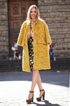 Love this fifties style coat on Chiara . Streetstyle