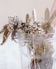 I normally don't do sparkly jewelry (though I wish I would!), but there's something about this arrangement... very pretty...